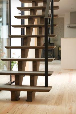 ガレージの家の写真 木製のオープン型階段