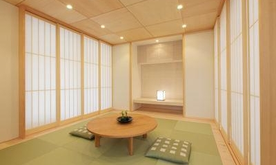 琉球畳を敷き詰めた明るい和室|ガレージの家