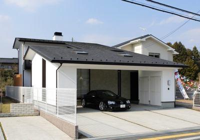ビルトインガレージのある外観 (ガレージの家)