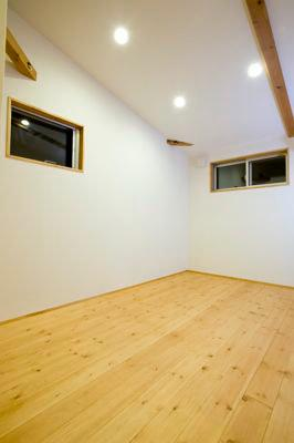 白壁と木の家 (洋室)