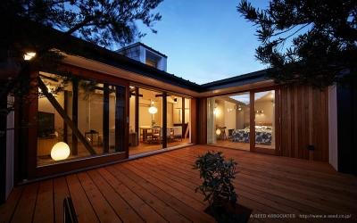 リビングと一体感のあるウッドデッキテラス (saisou house)