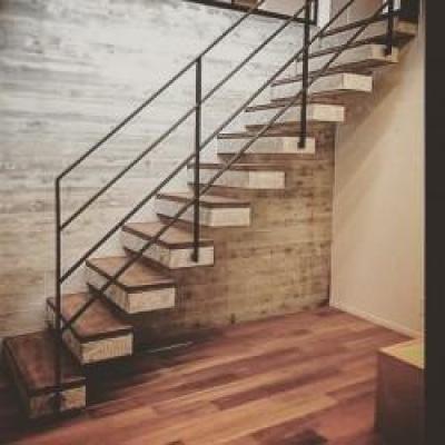 こだわりの注文住宅 RC×木造の混構造 (内階段)