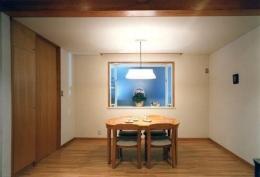 ローコストなデザイン住宅 (木を感じるダイニング)