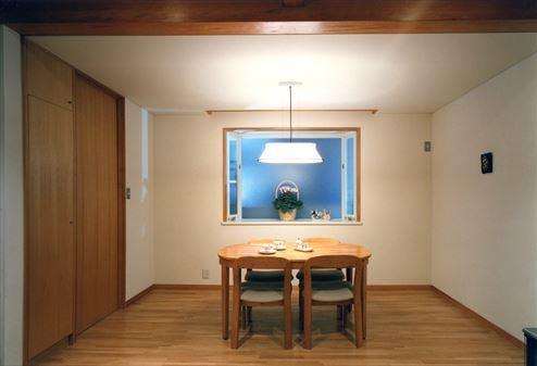 ローコストなデザイン住宅の部屋 木を感じるダイニング