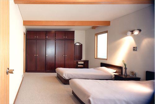 ローコストなデザイン住宅の写真 シンプルで落ち着く寝室