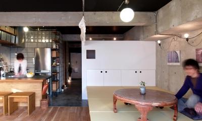 RIKUBUNー畳を生活の中心にしたリノベーション (畳の小上がりとフローリングスペース)