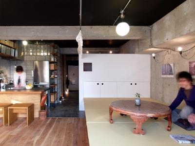 畳の小上がりとフローリングスペース (RIKUBUNー畳を生活の中心にしたリノベーション)