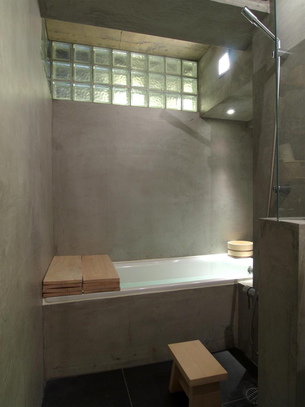RIKUBUNー畳を生活の中心にしたリノベーション (バスルーム)