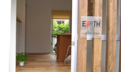『小屋を楽しむ』 小屋はSOHOや趣味の部屋としても面白い (SOHO入口)