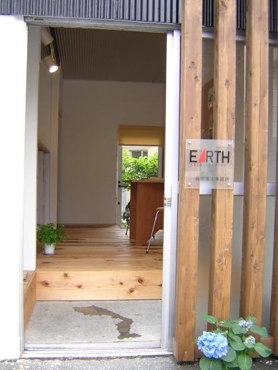 SOHO入口 (『小屋を楽しむ』 小屋はSOHOや趣味の部屋としても面白い)