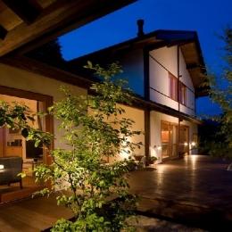自然材料のみで造り上げる二世帯住宅