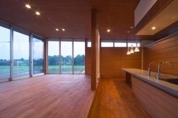KAH 東西へ伸びる住宅 (LDK入口より同室を見る)
