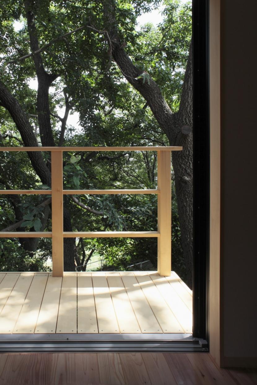森に浮かぶ家の部屋 デッキ