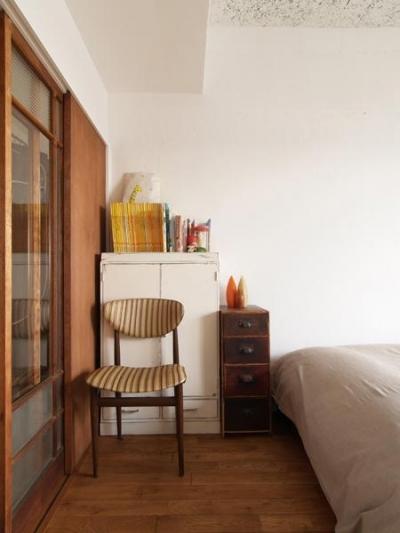 寝室 (Doux-古道具の存在感が引き立つ家)