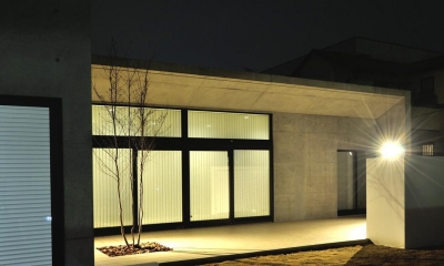 Y-HOUSE|豊かなリビング空間とテラスのあるRC平屋建て|