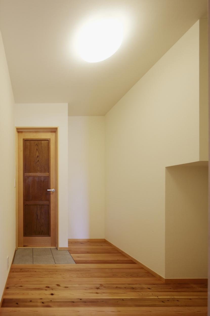 森に浮かぶ家の部屋 ウォークインクローゼット1