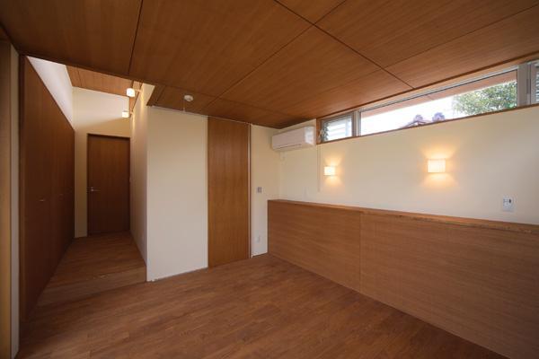 KAH 東西へ伸びる住宅の写真 寝室