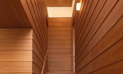 玄関ホール|KAH 東西へ伸びる住宅