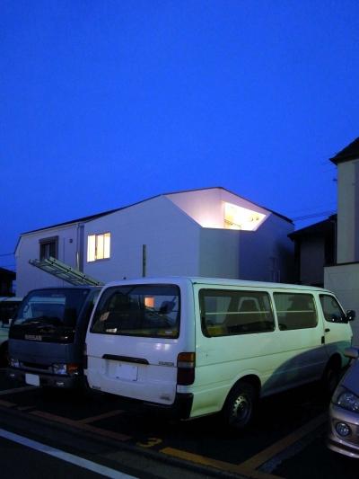 オブジェ的な形態の住宅 (赤塚の住宅)