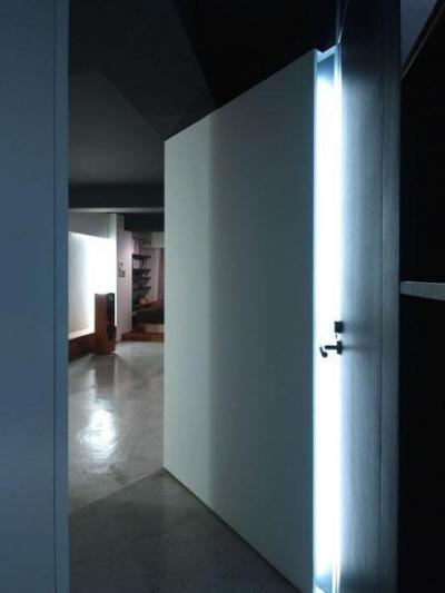 間接照明 (AMPHITAー生活の中心に音楽がある部屋)