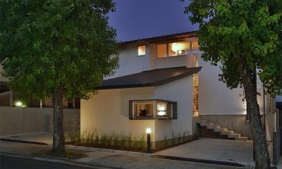 MJ2-house (落ち着きのある外観 (夜景))