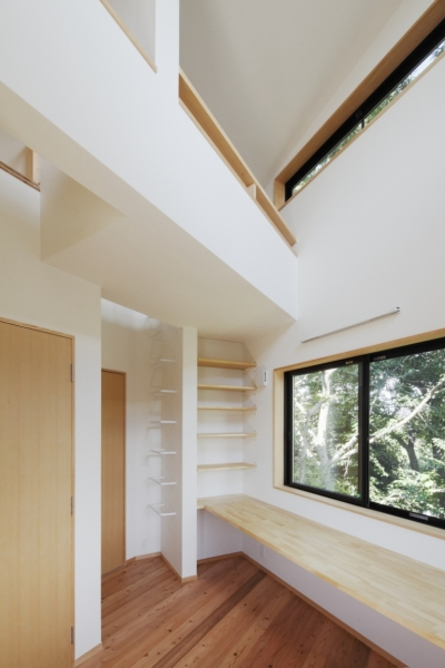 子供部屋1 (森に浮かぶ家)