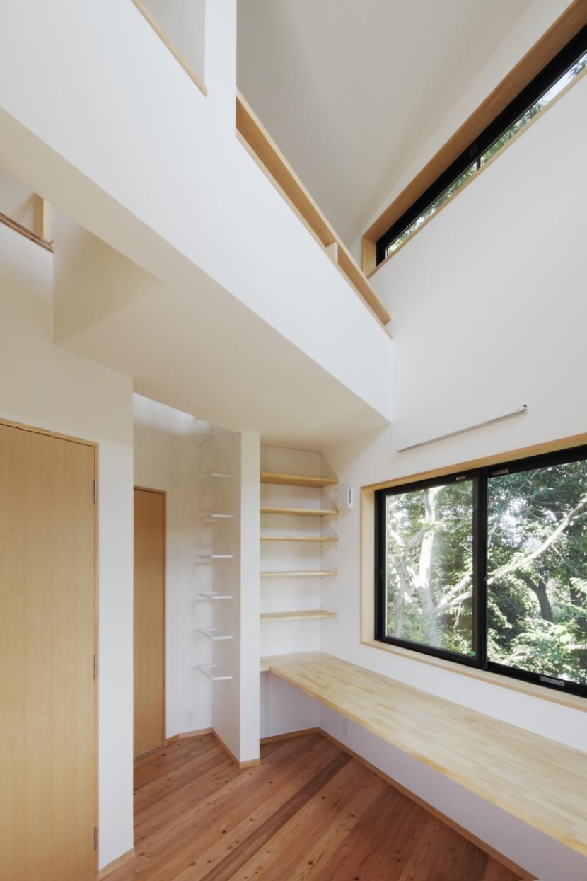 森に浮かぶ家の部屋 子供部屋1