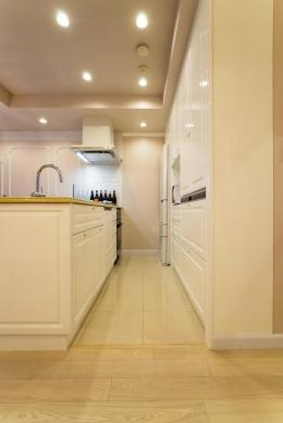 ご夫婦の長年の想いがすみずみまで詰まったエレガントで美しい空間 (キッチン)