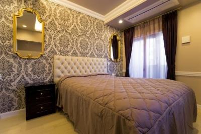 ベッドルーム (ご夫婦の長年の想いがすみずみまで詰まったエレガントで美しい空間)
