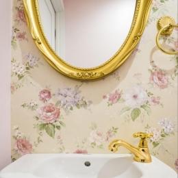 ご夫婦の長年の想いがすみずみまで詰まったエレガントで美しい空間 (トイレ)