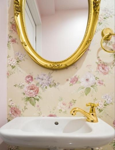 トイレ (ご夫婦の長年の想いがすみずみまで詰まったエレガントで美しい空間)