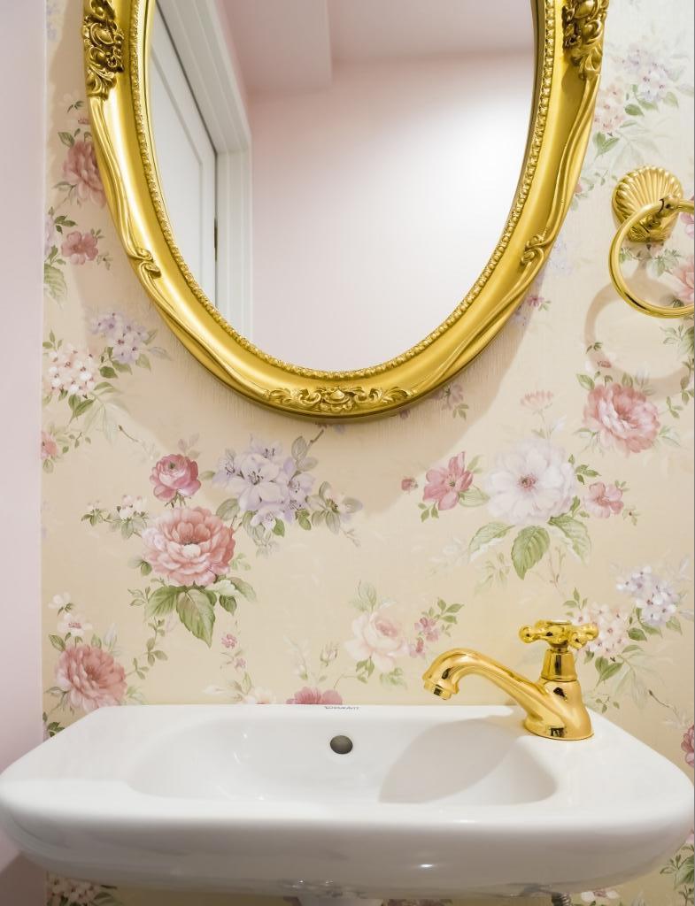 ご夫婦の長年の想いがすみずみまで詰まったエレガントで美しい空間の部屋 トイレ