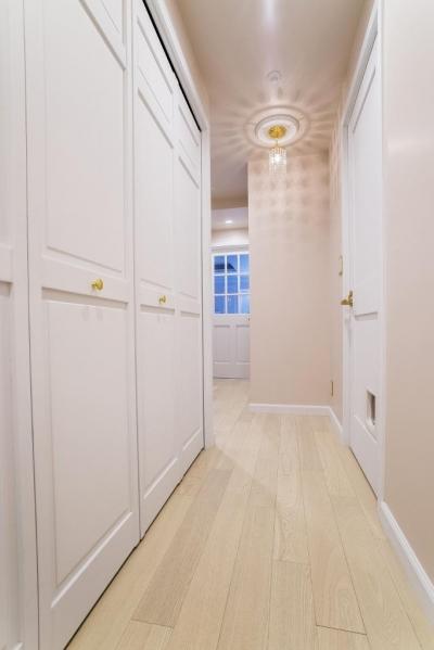 ホール (ご夫婦の長年の想いがすみずみまで詰まったエレガントで美しい空間)
