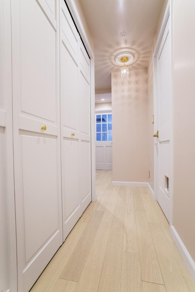 ご夫婦の長年の想いがすみずみまで詰まったエレガントで美しい空間の部屋 ホール