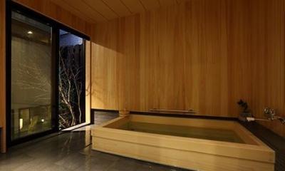 室内まで続く路地のあるゲストハウス(宇治民宿・宇治壱番宿にがうり) (ひのき風呂)