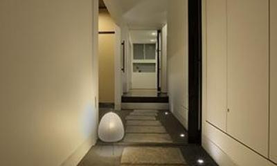 室内まで続く路地のあるゲストハウス(宇治民宿・宇治壱番宿にがうり) (通り土間)