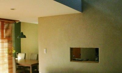 『ケローナ通り沿いの住宅』 〜 街並みに調和する2種類の外壁 〜 (リビング〜3階屋根裏空間)