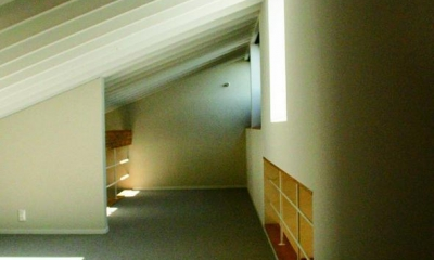 『ケローナ通り沿いの住宅』 〜 街並みに調和する2種類の外壁 〜 (3階屋根裏部屋)