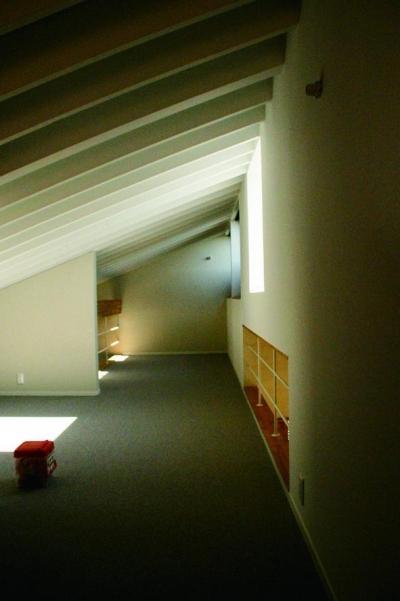 3階屋根裏部屋 (『ケローナ通り沿いの住宅』 〜 街並みに調和する2種類の外壁 〜)