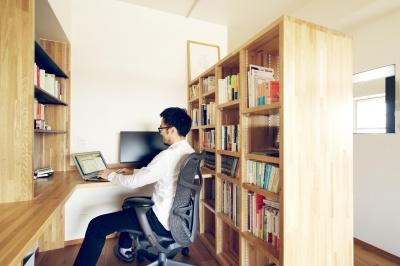 書斎コーナー (『御器所のマンション K邸』 〜小上がりを使った居場所づくり〜)