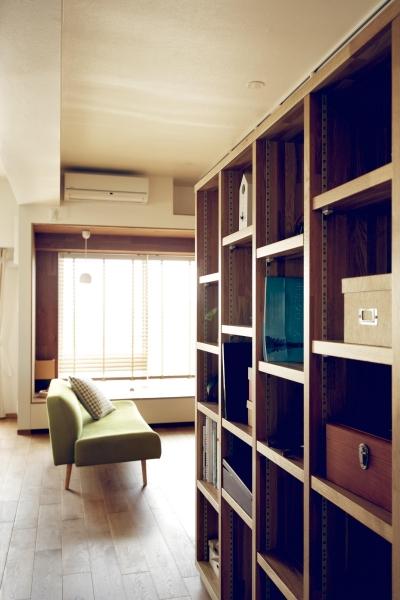 造作本棚 (『御器所のマンション K邸』 〜小上がりを使った居場所づくり〜)