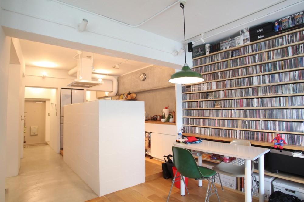DM ー1万枚のCD収納 (玄関からダイニング)
