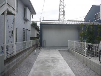 旗竿地のコートハウス (外観)