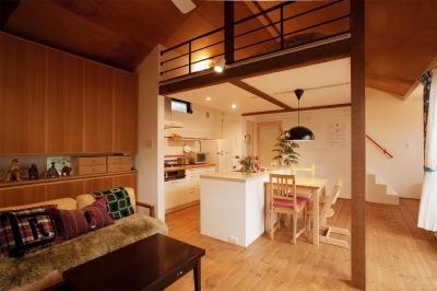 LDK (K邸・古いお家を思い切り楽しむ。光あふれる元気な住まい)