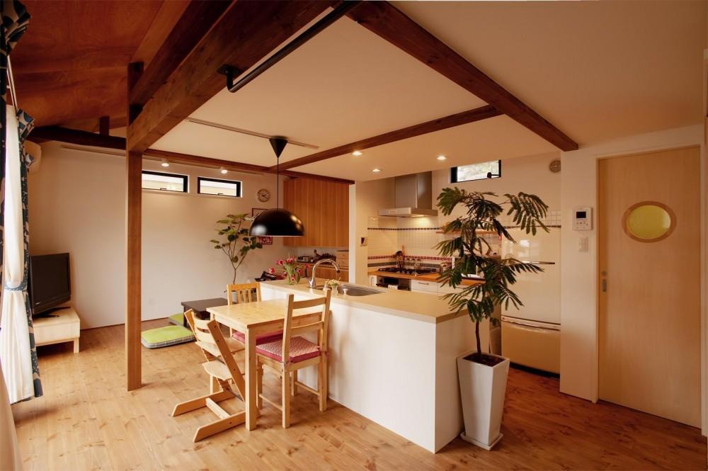 K邸・古いお家を思い切り楽しむ。光あふれる元気な住まい (ダイニングキッチン)