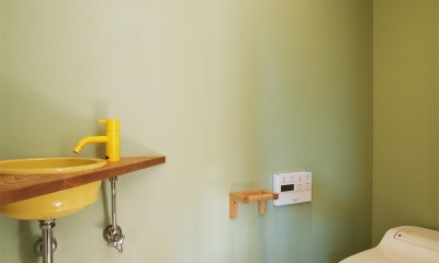 K邸・古いお家を思い切り楽しむ。光あふれる元気な住まい (トイレ)
