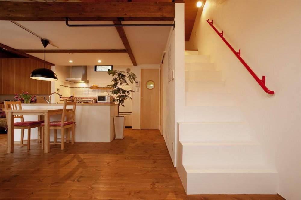 K邸・古いお家を思い切り楽しむ。光あふれる元気な住まい (ロフトへの階段)