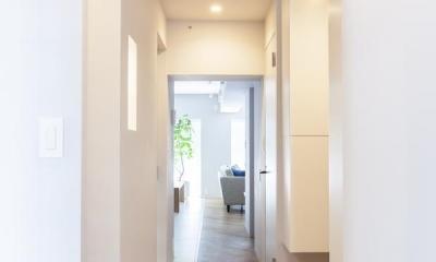 M邸 — タイルとフローリング半分ずつの部屋 (廊下)