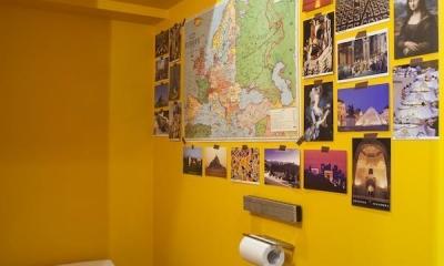 M邸 — タイルとフローリング半分ずつの部屋 (トイレ)