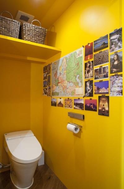 トイレ (M邸 — タイルとフローリング半分ずつの部屋)